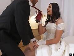 Couple has kinky coition full be useful to rimming before wedding ceremony
