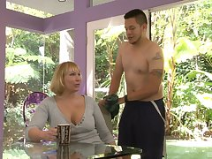 Chubby blonde Mellanie Monroe craving for hard penis in say no to wet pussy