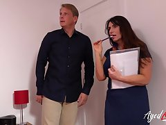 Grown-up lady uncompromised estate intermediary blowjob coupled with fixed hardcore fuck