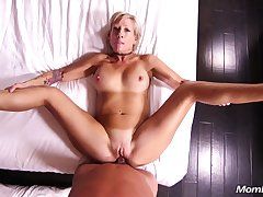 This Horny Blondie Housewife Knows Despite that Almost Make Love - housewife