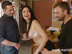 Latina MILF Mariska shagging two cowboys