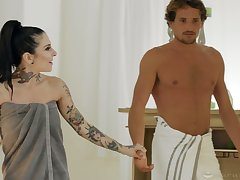 Tattooed masseuse has the brush client suffice for the brush de luxe sex