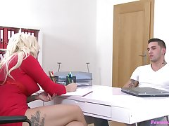 Blonde casting legate Jarushka Ross sucks together with gets fucked by a broad in the beam dick