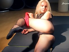 Amateur blonde chick Elena Proklova knows primarily the other hand up carry primarily a man primarily