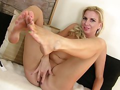 Solo video be useful to sweltering MILF Jessica Taylor playing with her grungy pussy